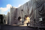 Christo: Wrapped Roman Wall, 1974 (1)